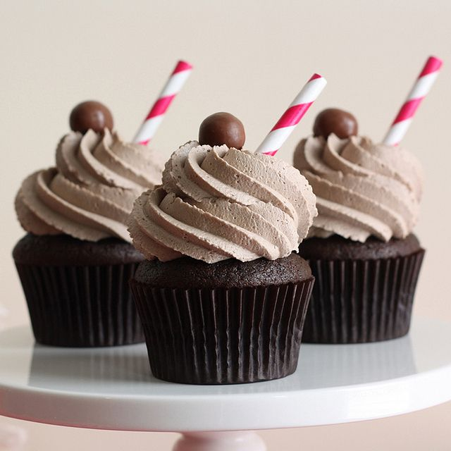 chocolate malt cupcakes ~ the straws are the perfect and cutest touch!... fun for a 50's party