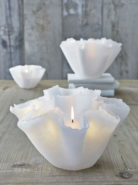 Utterly stunning, these beautiful large layered floating candles will enchant everyone.