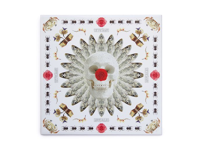 This ceramic tile crab is a very original, modern and decorative ceramic tile. It is 100% handmade and the design is crazy! This is a perfect decorative kitchen wall tile and an original and contemporary gift.