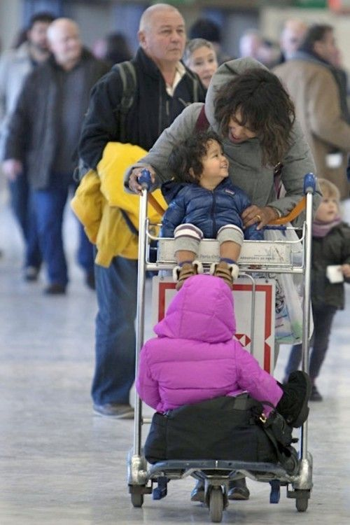Halle Berry arrives in Paris, France with her kids Nahla and Maceo on January 1, 2015