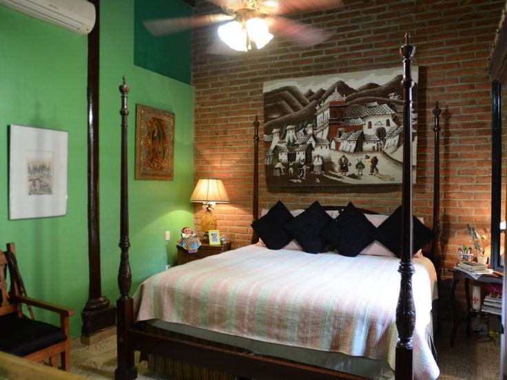 Green Room with King size bed, private bath, TV