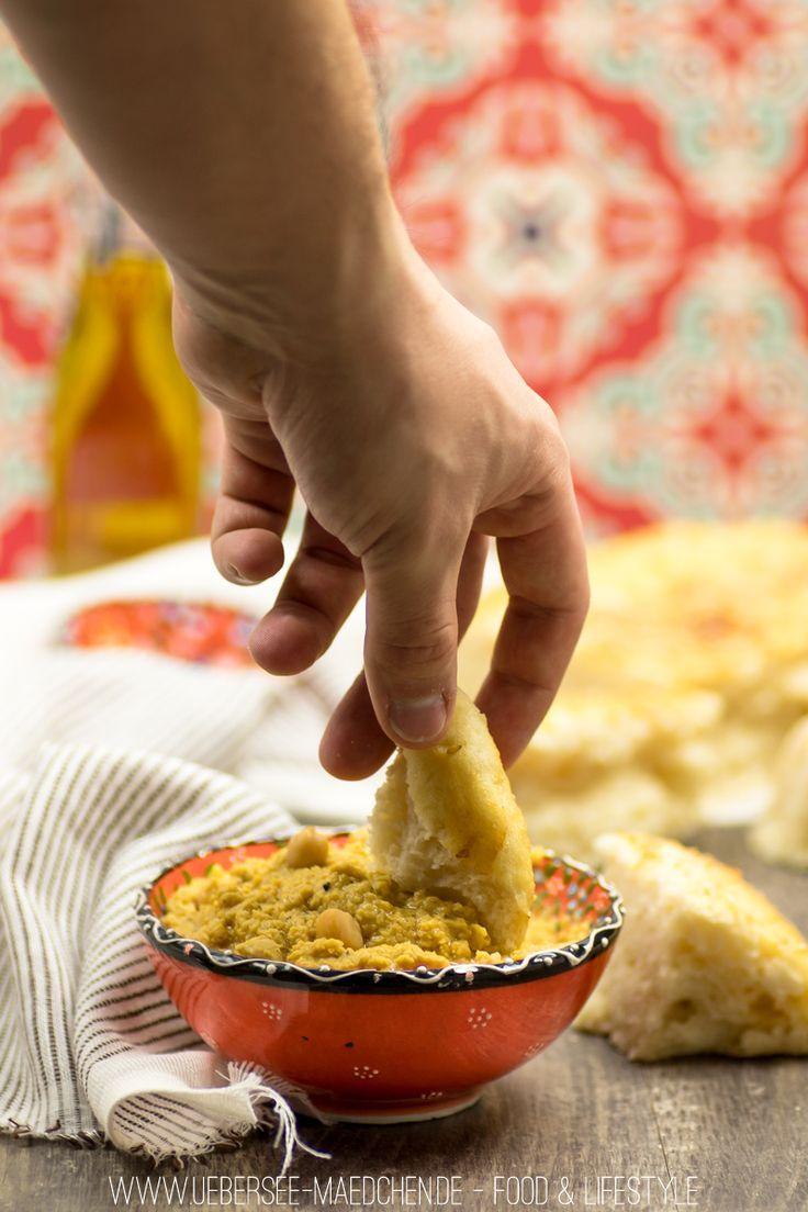 orientalisches Hummus mit Fladenbrot
