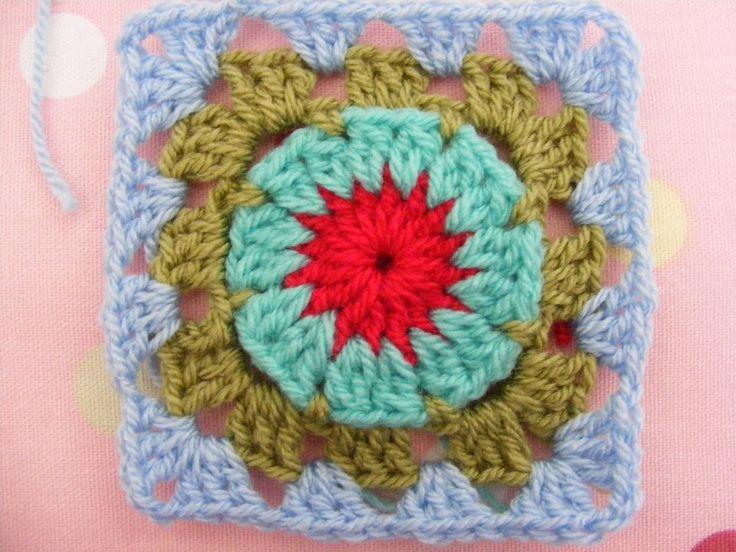 Circle in a granny square // Flower in a granny square.