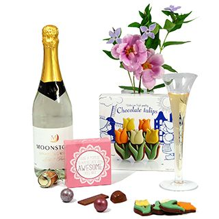 A thoughtful gift with sparkling white wine and divine Belgian chocolate in the shape of flowers.