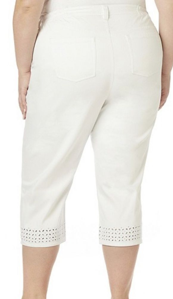 f659c3959d993 White Eyelet Capris Size 30W 3X or 32W 4X Cropped Pants by Catherines NWT   Catherines  CaprisCropped
