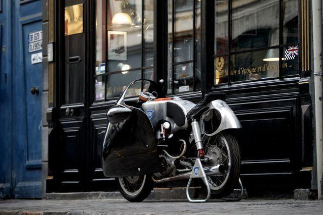 <b>1955 NSU Sportmax RS 251</b>  <br /> <b>Sans réserve</b> <br />  <br /> Sans carte grise  <br /> Motocyclette de compétition <br /> Cadre n° 215545 <br />  <br /> - Modèle mythique <br /> - Provenance prestigieuse <br /> - Superbe restauration <br />  <br /> Fondée en 1873, la firme NSU s''est tout d''abord employée à la...