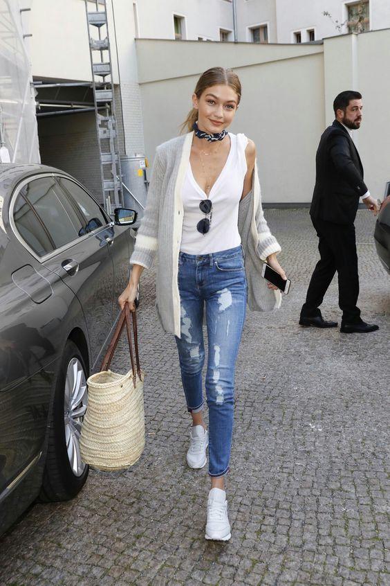 Street style ala Gigi Hadid © 2016 berbagai sumber