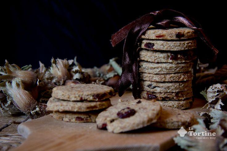 Biscotti integrali ai fiocchi d'avena, nocciole e mirtilli rossi   Le Tortine - Cupcakes blog