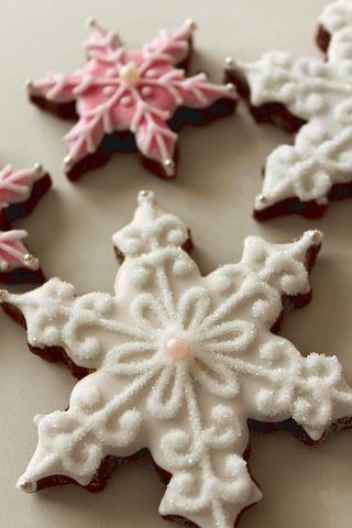 クリスマス前になると作りたくなる、このアイシングクッキー。 5月にサンタバーバラで買ってきた、ピンクのラメのパウダ...