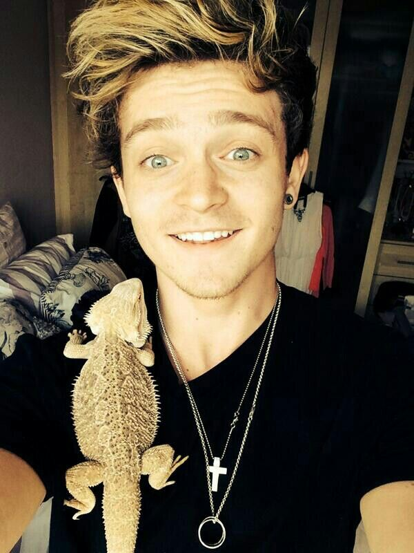 Connor Ball | the vamps band | Look At His Eyes! ♥