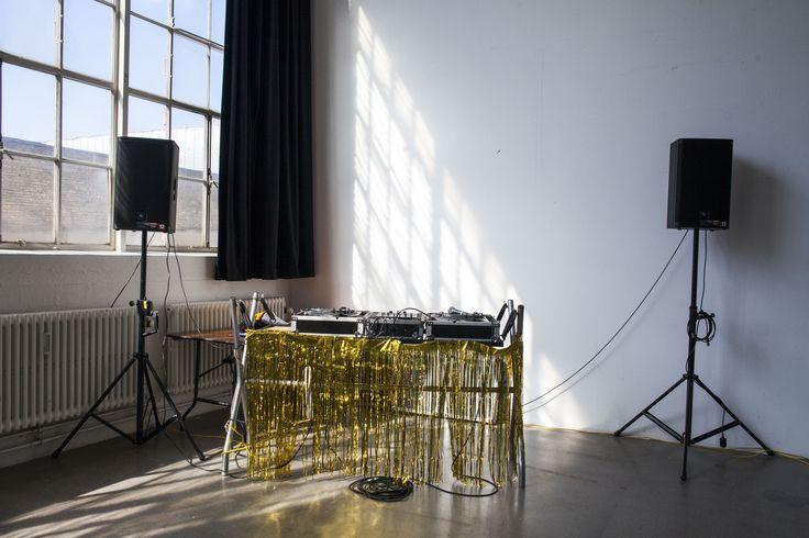 Wedding // DJ Pult // Gold