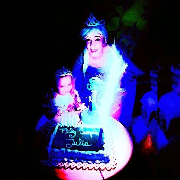 #CumpleMágico #Personaje #Elsa #Frozen #Disney #Soñar #Reír #Jugar #Inocencia #Infancia #Ilusión ##FelicidadX4 http://misstagram.com/ipost/1542774437328213947/?code=BVpCS1BgFe7