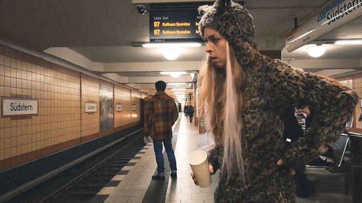 WILDES BERLIN - Das tierische Hauptstadtmusical  Ab 1. Februar wieder im BKA Theater! Mit Christian Näthe Emma Rönnebeck Konstanze Kromer & Lars Kemter Berlin ist wild: Füchse Biber Waschbären und Wildschweine bevölkern die Stadt. Von den Millionen Ratten und Tauben wollen wir gar nicht erst reden. WILDES BERLIN macht die animalischen Hauptstädter zu Helden einer schrillen Fabel: singende Füchse und rappende Tauben auf der Suche nach dem kleinen Glück in der großen Stadt; Gemeinschaft und…