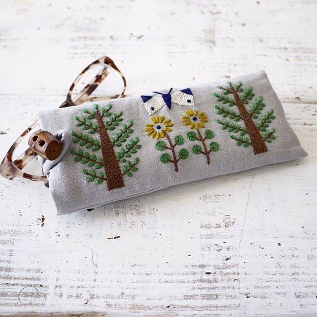見えないけど裏面も刺繍してます✨ . . #暮しの手帖  #butterfly #チョウ #botanic #botanical  #embroidery #刺繍 #刺しゅう #자수