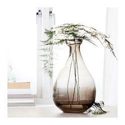 IKEA - VÅRVIND, Florero, Como es un objeto bonito por sí mismo, queda bien con flores y sin ellas.Como la boca del jarrón es pequeña, puedes crear un bonito arreglo floral con solo una ramita o una flor.El florero de vidrio ha sido fabricado a mano por un artesano cualificado.Al ser de cristal tintado, aguanta muy bien los arañazos.