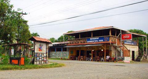 """Un paseo por Cahuita y ha comer """"sobre las olas"""" -Diarios de ..."""
