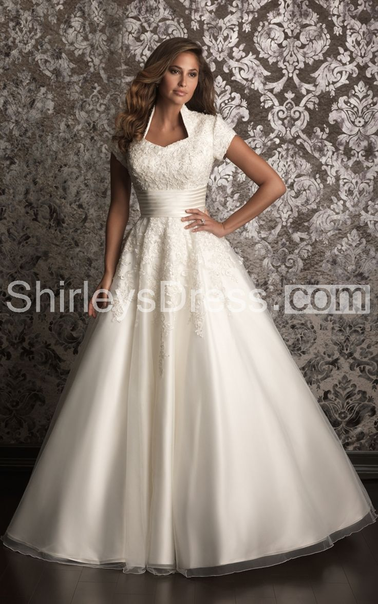 18179 700854 Romantic Lace Appliqued Tulle Wedding Dress With Satin Band