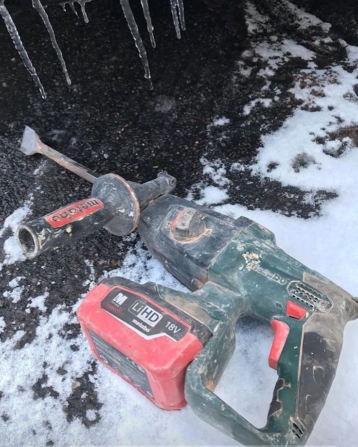 The weathers not great but Metabo is keeping @toby_the_tobias company  . #cordlesslife #we #tools #lithiumHD #7Ah #masonry #concrete #drill #drills #sds #drilling #contractor #toolsofthetrade #trade #renovate #trade #metabouk #powertools #construction #constructionworker #toolreview #tools #metabo #cordless #batteries #battery