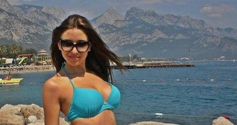 http://moldave.wordpress.com/ - Le ragazze moldave al mare fanno una gran differenza rispetto alle donne locali, soprattutto perchè il loro aspetto è dolce, affascinante e sexy nello stesso istante. Molte ragazze moldava amano andare in Liguria al mare, soprattutto nella zona limitrofe a Genova e La Spezia.