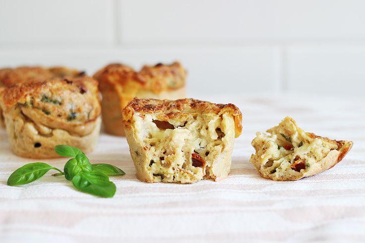 Les muffins salés sont, je trouve, une idée-repas idéalepour l'été: la pâte est prête en deux temps trois mouvements, on peut les emporter partout pour un pique-nique, et les déguster aussi bien chauds que froids ! La version que je vous propose aujourd'hui est une association de saveurs très classique, mais elle fonctionne toujours parfaitement,Lire la suite…