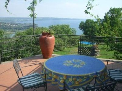 At Trevignano, 40 minutes far from Rome and the Sea, in a panoramic point of the Natural Park of the lake of Bracciano, Villa Lagos is a good alternative to the stay in the city