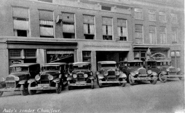 En als je in die jaren geen geld genoeg had om zo'n nieuwe auto te kopen dan was het altijd mogelijk om er eentje te huren bij het garagebedrijf van J.H. Korsel in de Paulus Potterstraat 21-27.   4 en 6 pers. auto's vanaf f. 5,- per dag, f. 1,50 per uur inclusief benzine. Anno 1935 Den Haag.