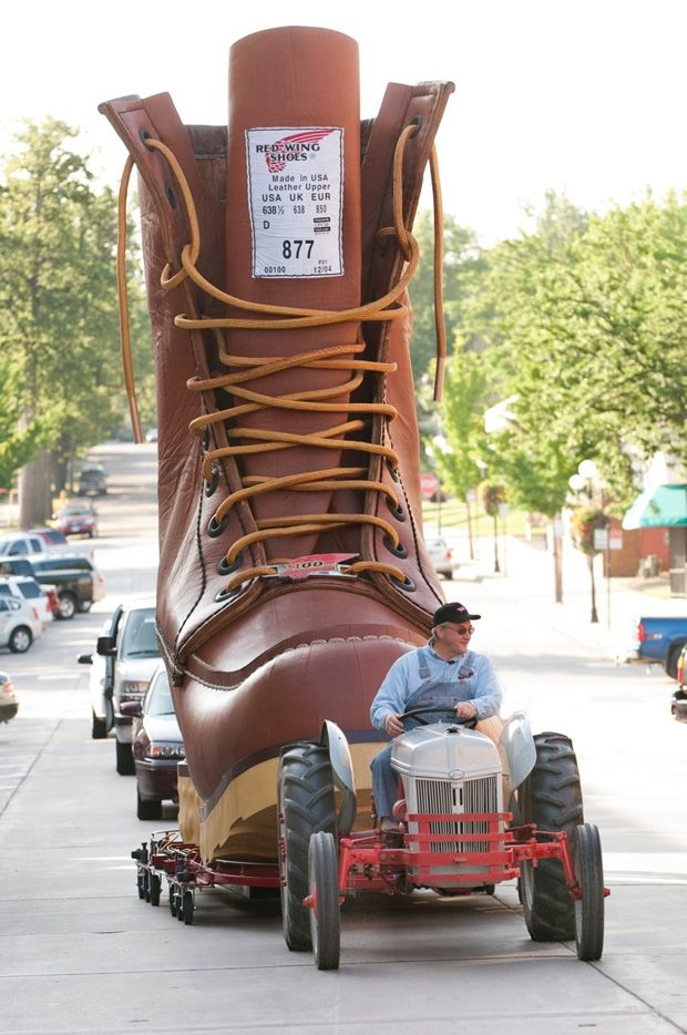Where's the world's largest boot ? In Red Wing, MN, #USA - A visit to beautiful Memorial Park