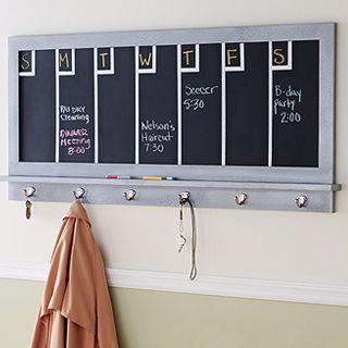 Antes de salir de tu casa, puedes tener tu lista de quehaceres justo arriba de tu abrigo.