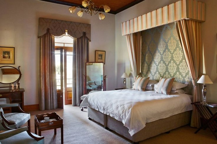 On the fringe of the Great Karoo, the Lord Milner Hotel appears as if out of a conjurer's hat: an authentic tribute to Victoriana, and the heart of Matjiesfontein Village. 15 rooms @ R1270  Hotel = The Lord Milner; Motel = kamers op hotelgronde