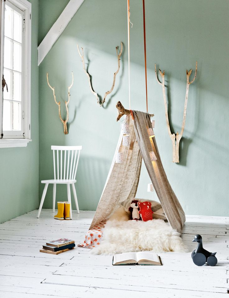 Glamping for children DIY play tent and lights cord | Styling Leonie Mooren, Valerie van der Werff | Photographer Ernie Enkelaar | vtwonen May 2015