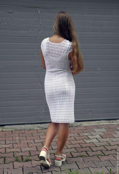 Купить или заказать Белое белоснежное платье вязаное крючком ирландское кружево в интернет-магазине на Ярмарке Мастеров. Белое-белоснежное платье с смешанной технике. Основное полотно связано тонким крючком из тонкого итальянского мерсеризованного высококачественного хлопка, вставки, имитирующие накинутое на плечи болеро, выполнены в сложной технике ирландского кружева. Нежное, без излишеств, и вместе с тем очень изысканное за счет кружевной вставки, оптически вытягивает фигуру, для…