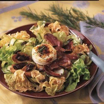 Salade au magret de canard grillé et chèvre chaud