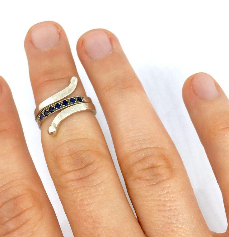 Un preferito personale dal mio negozio Etsy https://www.etsy.com/it/listing/519388604/anello-spirale-con-zaffiri