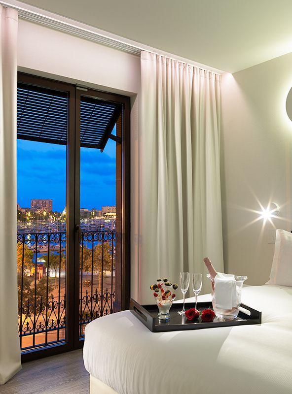 Detalle rom ntico en la habitaci n doble port barcelona for Habitacion barcelona