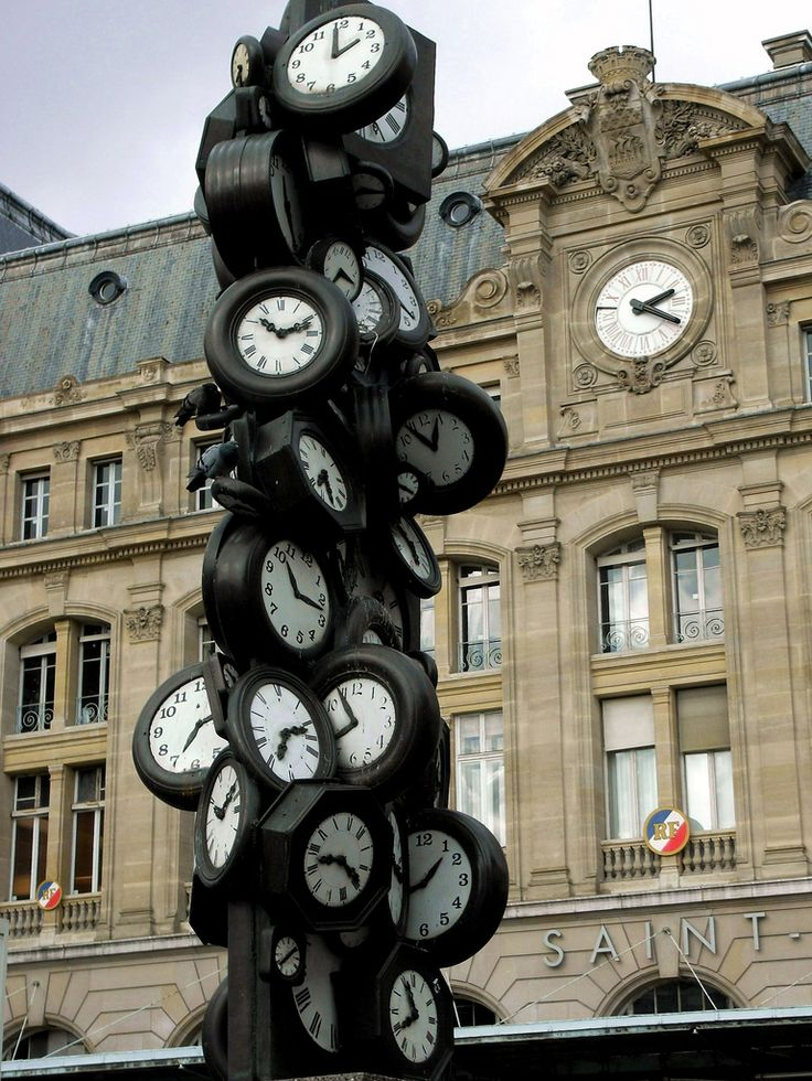 Gare Saint-Lazare, Paris, France, Does anybody really know what time it is? Does anybody really care?