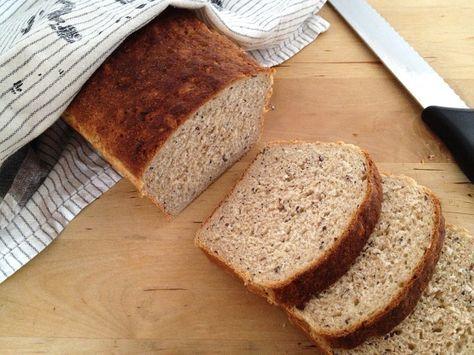 Pan de molde integral de centeno y semillas de lino, amapola y sésamo