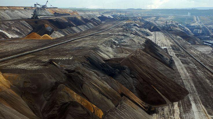 GERMANY Opencast Mine / Tagebau - Garzweiler / NRW / The Big Hole