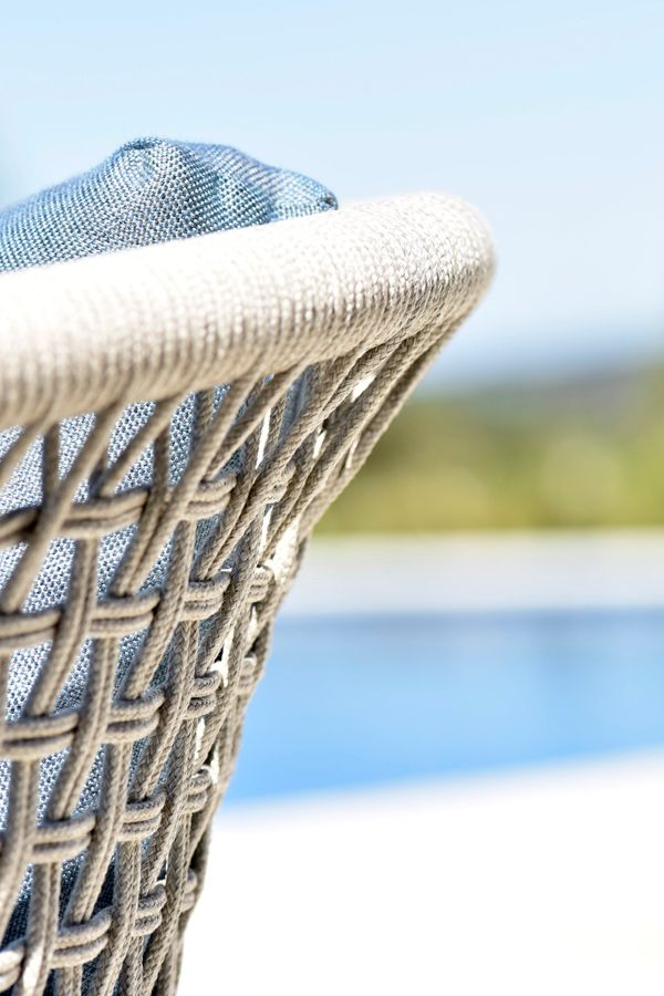 The weaving of Tribù's CTR collection is made of weather-resistant Tricord.