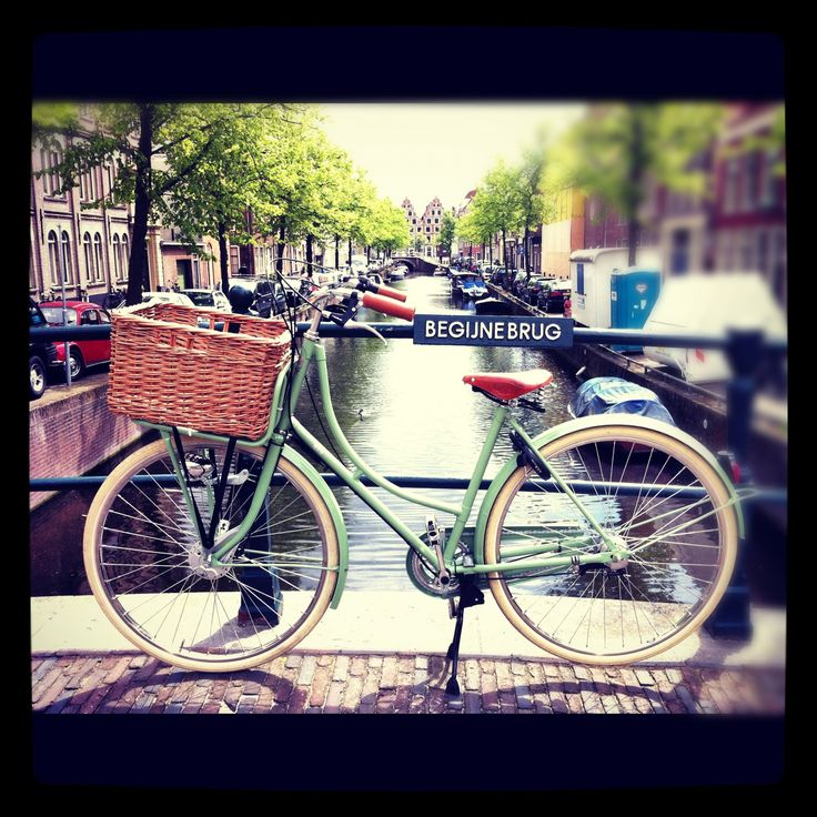 Give me a bike with a basket and I'm set...Beg Bicycles   vintage & classic dutch bicycles and accessories.