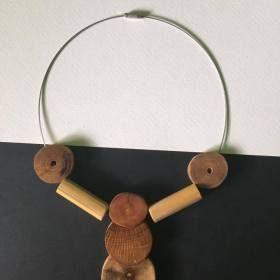 Kézzel készített egyedi bizsu nyaklánc.