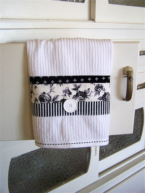 I have to admit, I am addicted to kitchen towels.  Changing a towel can change the look of the whole room.  Love this one -- Hand towel in black and white.