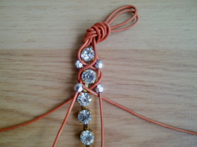 Berrilla: DIY / Rhinestone bracelet