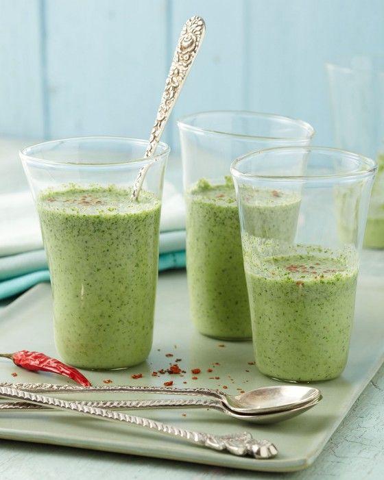 Feldsalat zum Trinken? Honigsüß und chilischarf: Dieser erfrischende Drink aus Joghurt und Milch mit püriertem Feldsalat birgt absolutes Suchtpotential.