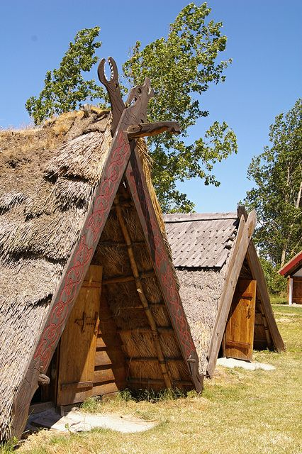"""Viking """"huts"""" - is there archeological evidence for this? Looks like the Oseberg tent frame converted to a more permanent solution."""