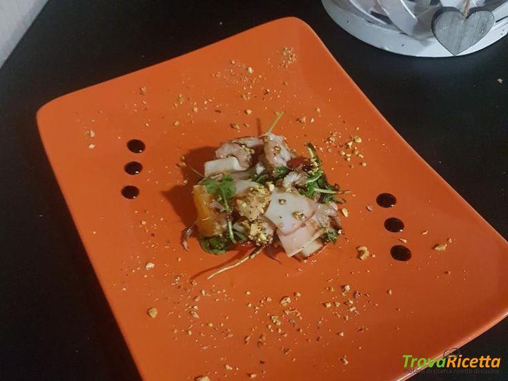 Insalatina di calamari, gamberetti rosa, agrumi, rucola e polvere di pistacchio di Bronte  #ricette #food #recipes