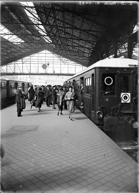 mimbeau: Gare St Lazare Paris 1930s François Kollar