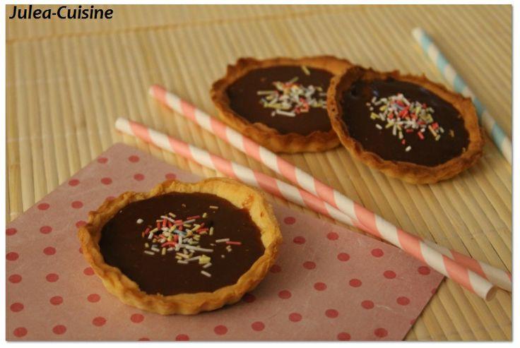 Tartelettes aux carambars http://juleacuisine.blogspot.fr/2014/01/tartelette-aux-carambars.html