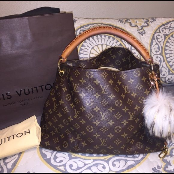 Louis Vuitton Artsy MM Mono! Satchel Tote Purse  Authentic! SD3184. Made 38th week of 2014. Beautiful bag!! Strap shows some wear. NO rips or cracks anywhere at all. There are a few small holes inside(see pics) that I patched my self, this does not effect the functionality at all. The top edge has a spot where there is rubbing from carrying it on shoulder. Will post separate pics of that. No other flaws. Very nice bag!! Ⓜ️✔1200 ️️✔️1240~Puff NOT included~This is NOT the same bag I already…