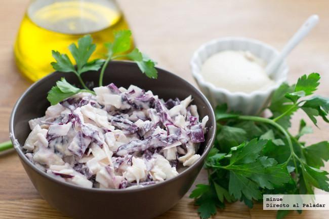 Ensalada de col lombarda con mayonesa vegana. Con fotos del paso a paso y la presentación. Trucos y consejos de elaboración. Recetas...