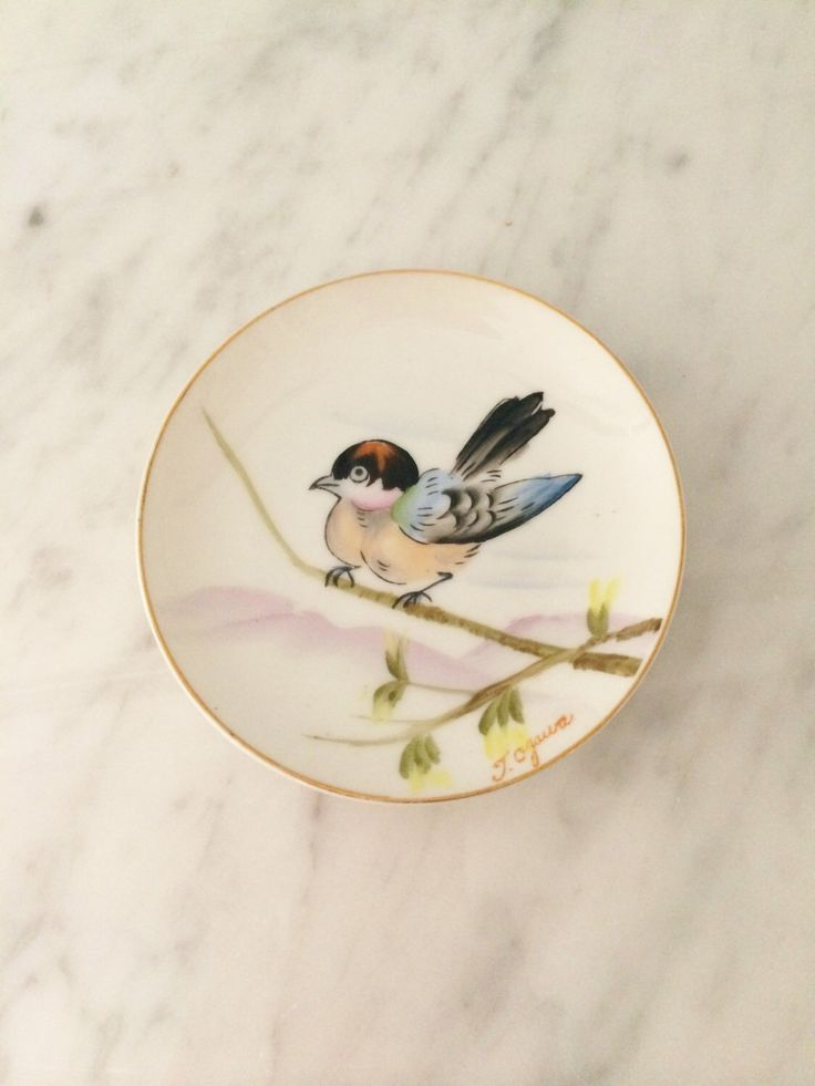 Asian Bird Plate, Asian Wall Decor, Small Bird Plate, Asian Decor, Made in Japan, Blue Pink by Comforte on Etsy https://www.etsy.com/listing/262204697/asian-bird-plate-asian-wall-decor-small